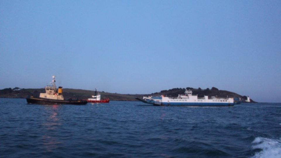 lynher-ferry-arrives-for-refit